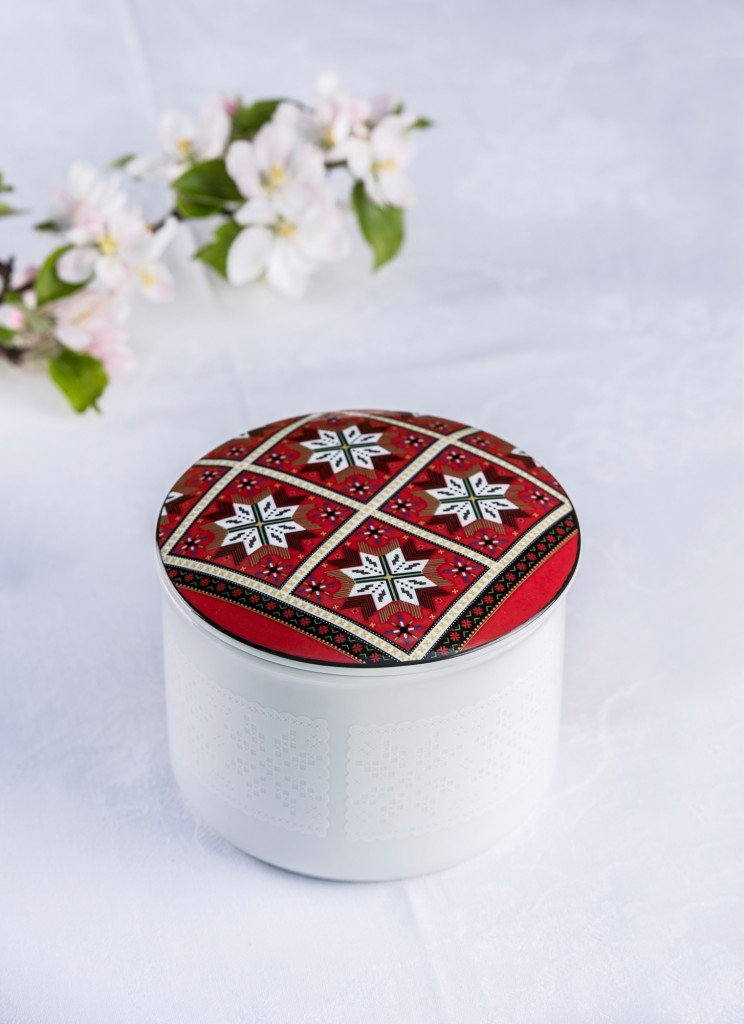Telerosa - Hardanger stort smykkeskrin i porselen