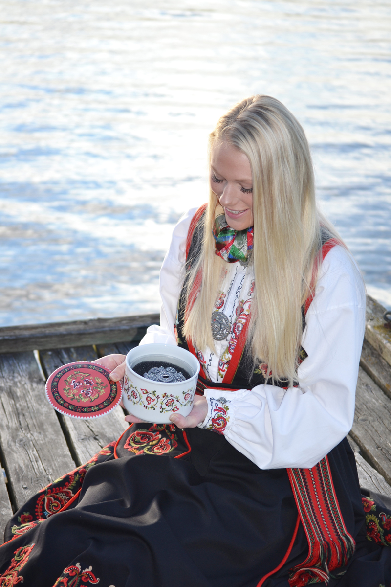 Telerosa - Øst-Telemark smykkeskrin i porselen med indre lufttett skrin